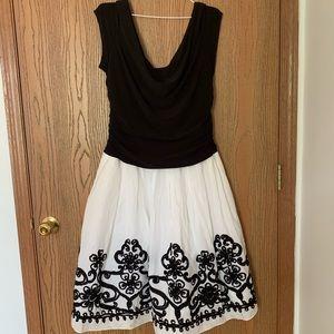 Dresses & Skirts - Flouncy black and white damask dress